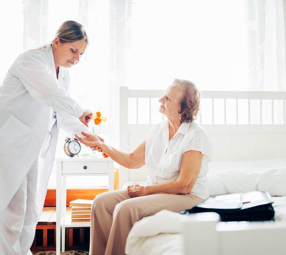 elderly-doctor-visiting